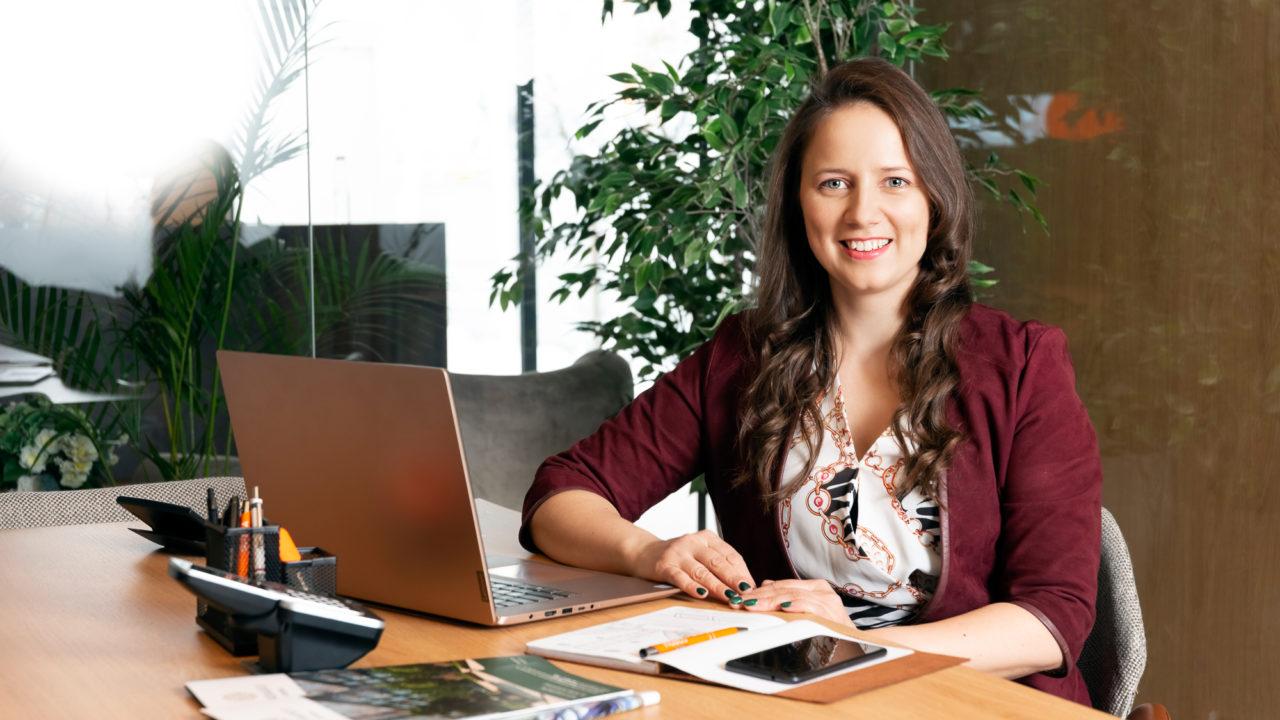 """Carina Chirculescu-Romoșan, consultant vânzări Parcului20: """"Rolul meu este să înțeleg nevoile clienților"""""""