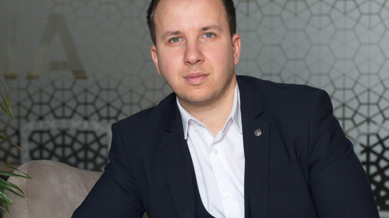 """Alexandru Tilici, consultant vânzări Parcului20: """"Clientul se simte foarte confortabil din momentul în care ne calcă pragul"""""""