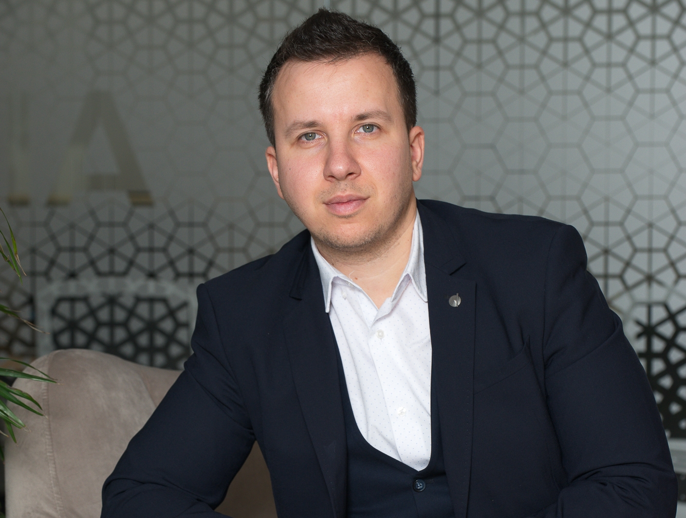 """Alexandru Tilici, Parcului20 sales consultant: """"The customer feels very comfortable from the moment he steps in"""""""